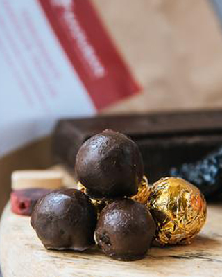 POMEGRANATE-CHOCOLATE-TRUFFLES