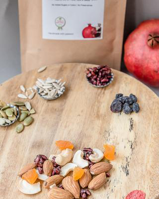 POMEGRANATE-TRAIL-MIX